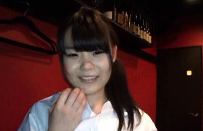 Japanese av model. Amateur AV Model with hot eyes works in a bar
