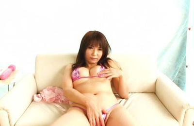 Yui sakura. Curvy Yui Sakura touches cunt and nice tits in the solo action