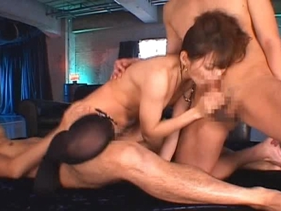Tina Yuzuki sucks cock hard while fucked by another schlong, what a talented one